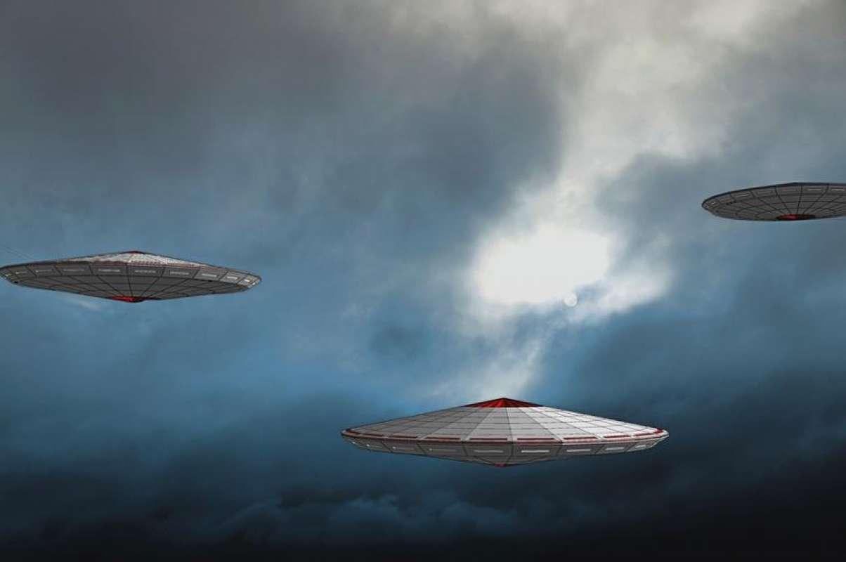Над Северной Атлантикой заметили кучу НЛО, видео