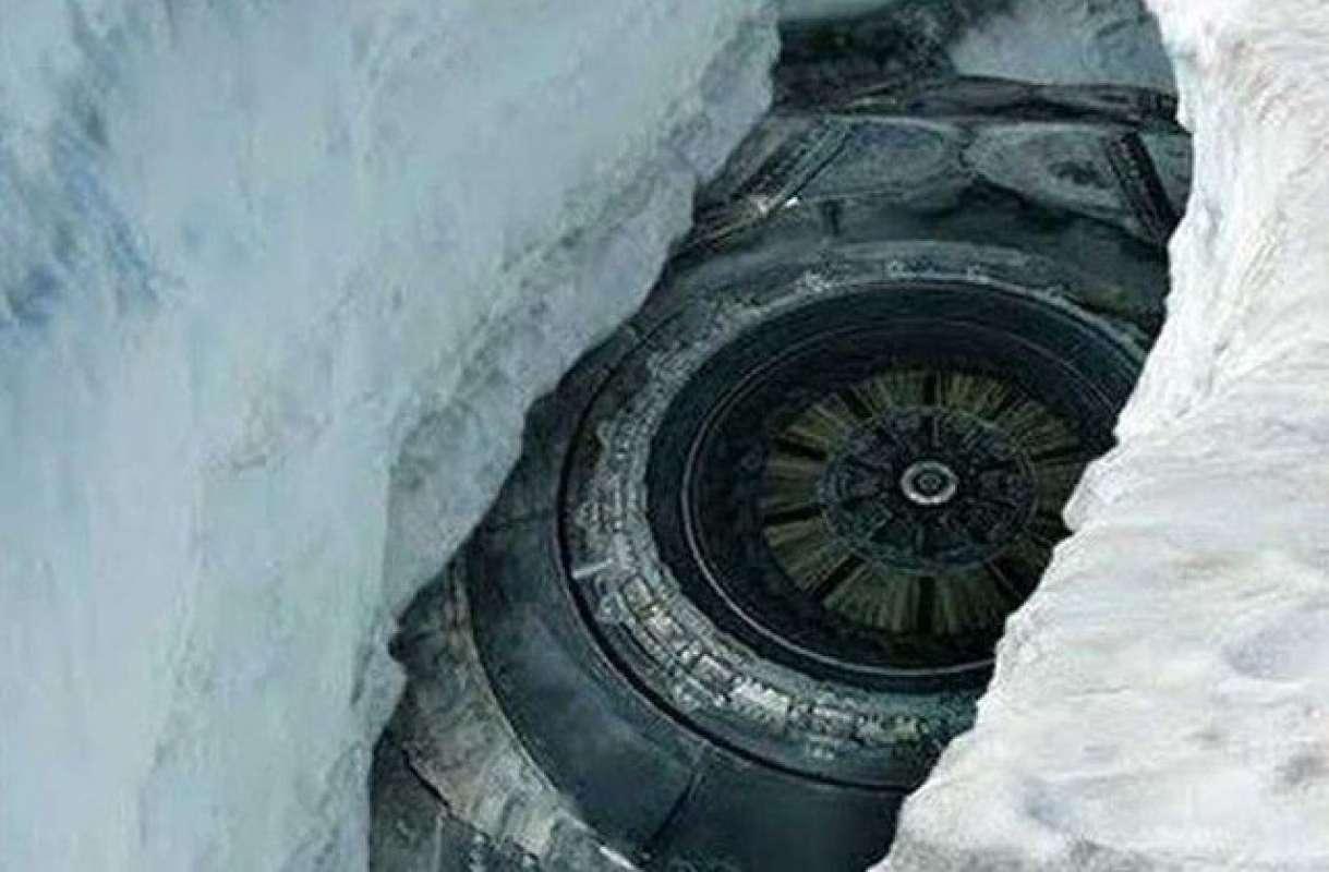 В Антарктиде найден гигантский НЛО, удививший интернет, фото