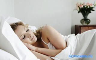 Секс на кровати со связанной девочкой