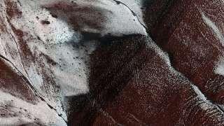 Под Новый год лед нашли даже на Марсе