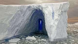 Во льдах Антарктиды обнаружены огромные туннели
