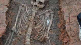 В непосредственной близости от Аркаима обнаружили скелет человека с вытянутой формой черепа