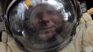 Краснодарец зафиксировал свой юбилейный выход в открытое космическое пространство с помощью селфи