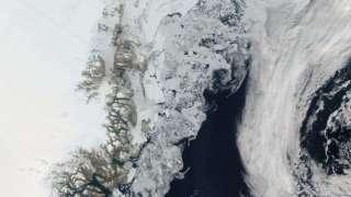 Спутник «Aqua» произвел уникальные снимки процесса таяния ледников у Гренландии