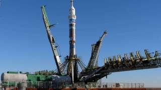 На «Гагаринский старт» установили «СоюзФГ», на котором очередной экипаж космонавтов отправится к космостанции