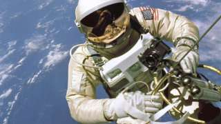 Новые скафандры, доставленные на космостанцию, способны помочь людям с болью в спине
