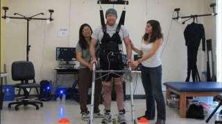 Благодаря современным технологиям парализованный мужчина смог пойти