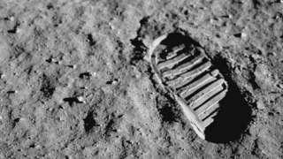 Спутник для фиксации следов астронавтов на Луне