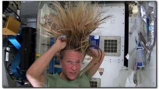 Карен Найберг – как ухаживать за волосами в невесомости