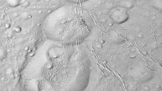 На поверхности Энцелада имеется «снеговик»