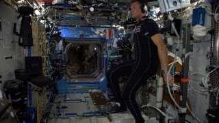 Астронавты МКС испытывают новый разгрузочный костюм