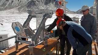 Телескоп «APEX» оснащают новым оборудованием для поиска воды во Вселенной