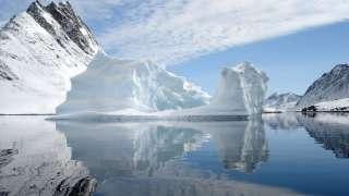 Крупнейший ледник Гренландии раскололся из-за глобального потепления