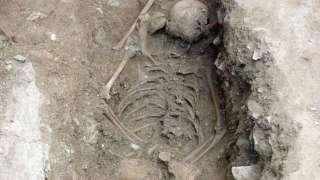 В Италии обнаружили скелет 13-летней «ведьмы»