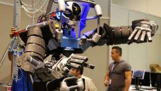 Новый робот-гуманоид способен заменить пожарных и военных