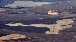 11.12.15 три члена экипажа МКС вернулись на Землю