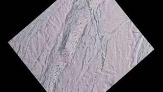 Разгадана тайна пятен на поверхности Энцелада
