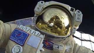 Юрий Маленченко произвел космоселфи во время первого в 2016 году выхода в космос