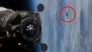 Видео: возле МКС опять пролетело НЛО