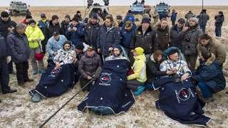 Сергей Волков, Михаил Корниенко и Скотт Келли успешно приземлились в Казахстане