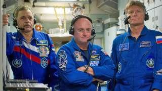 Космонавты не смогли самостоятельно выбраться из капсулы