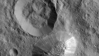 «Dawn» прислал новые снимки загадочной пирамиды на Церере