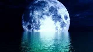 Луна тонула в воду