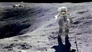 НЛО следило за землянами на Луне