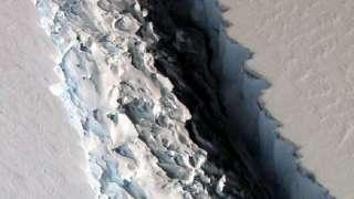 В Антарктиде произошел гигантский разлом