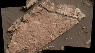 Ученые обнаружили на Марсе засохшую грязь с трещинами