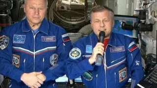 Отечественные космонавты поздравили всех женщин с 8 марта