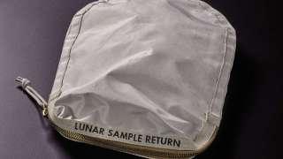 Сумку космонавта Нила Армстронга выставят на аукционе