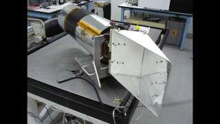 Специалисты НАСА выяснили, что зонд LROC перенес удар метеороида