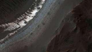 Японские ученые нашли снег на Марсе