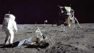 Собранную Нилом Армстронгом лунную пыль выставят на торги