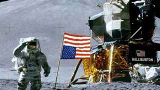 В США украли золотую копию лунохода Нила Армстронга