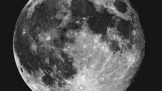 Специалисты доказали, что Луна не серого цвета