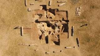 В Монголии найден древний саркофаг с таинственными письменами