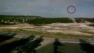 В США над вулканом Йеллоустоун запечатлели мерцающий НЛО