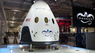 Пассажирский корабль Dragon от SpaceX будет испытан только в августе 2018 года