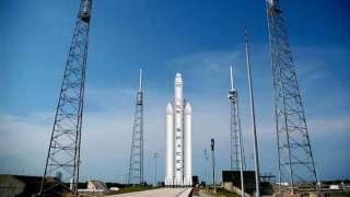 Нет места ошибкам: SpaceX запустила в космос ракету Falcon Heavy