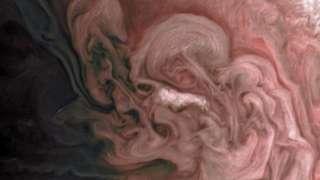 NASA выложило в Сеть фото причудливой бури на Юпитере