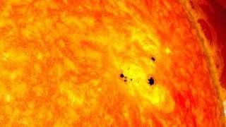 На Солнце появились сразу три корональных отверстия