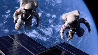 Американские астронавты пробыли в открытом космосе шесть с половиной часов