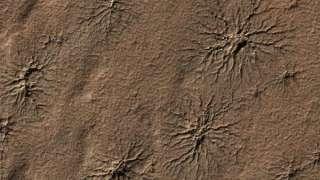 На Марсе обнаружили образования, похожие на пауков