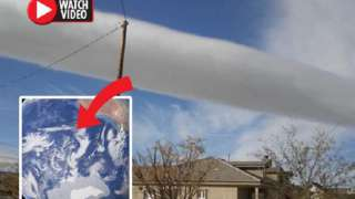 """Секретные эксперименты над погодой: таинственное """"облако-сигара"""" пугает людей"""