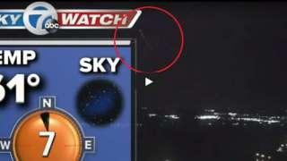 """В Буффало невероятно быстрая """"летающая тарелка"""" появилась в прямом эфире прогноза погоды"""