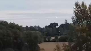 Во французском Лионе три странных НЛО заставили супружескую пару громко смеяться