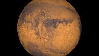 На Марсе нашли озеро с жидкой водой