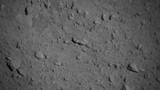 """Зонд """"Хаябуса-2""""получил сверхчеткие снимки поверхности астероида Рюгу"""